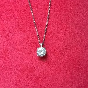 A beautiful silver CZ diamond necklace💛💛💛